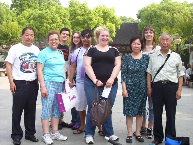 SongjiangStudentsFamily2.jpg: